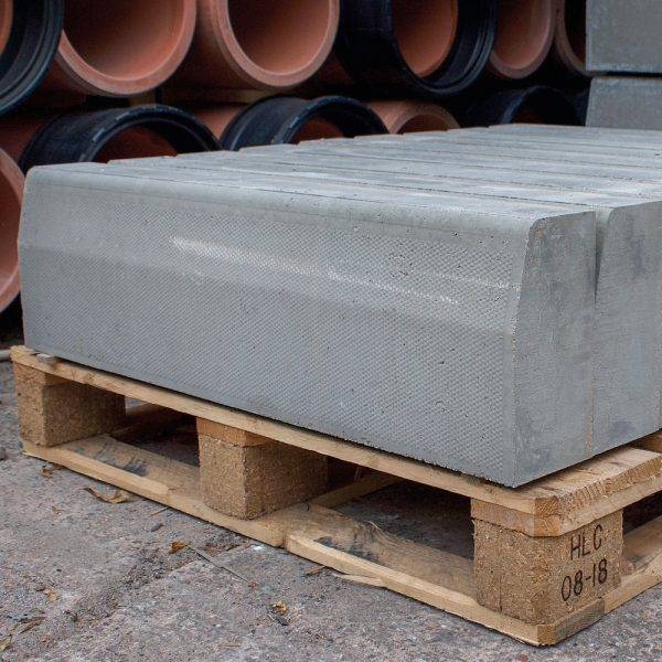 125 x 255 x 915mm Half Battered Straight Kerb