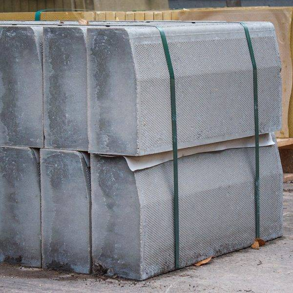 125 x 255 x 610mm Half Battered Straight Kerb